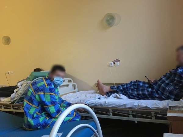 Появилось фото из палаты с заболевшими коронавирусом прихожанами