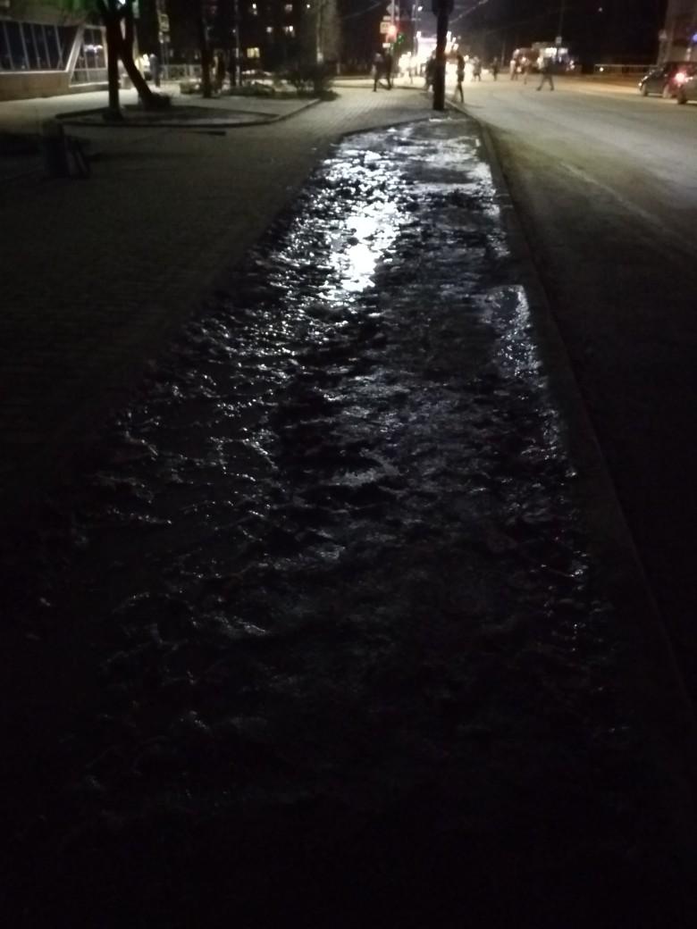 Брянцы пожаловались на жуткую грязь около остановки «Мечта»