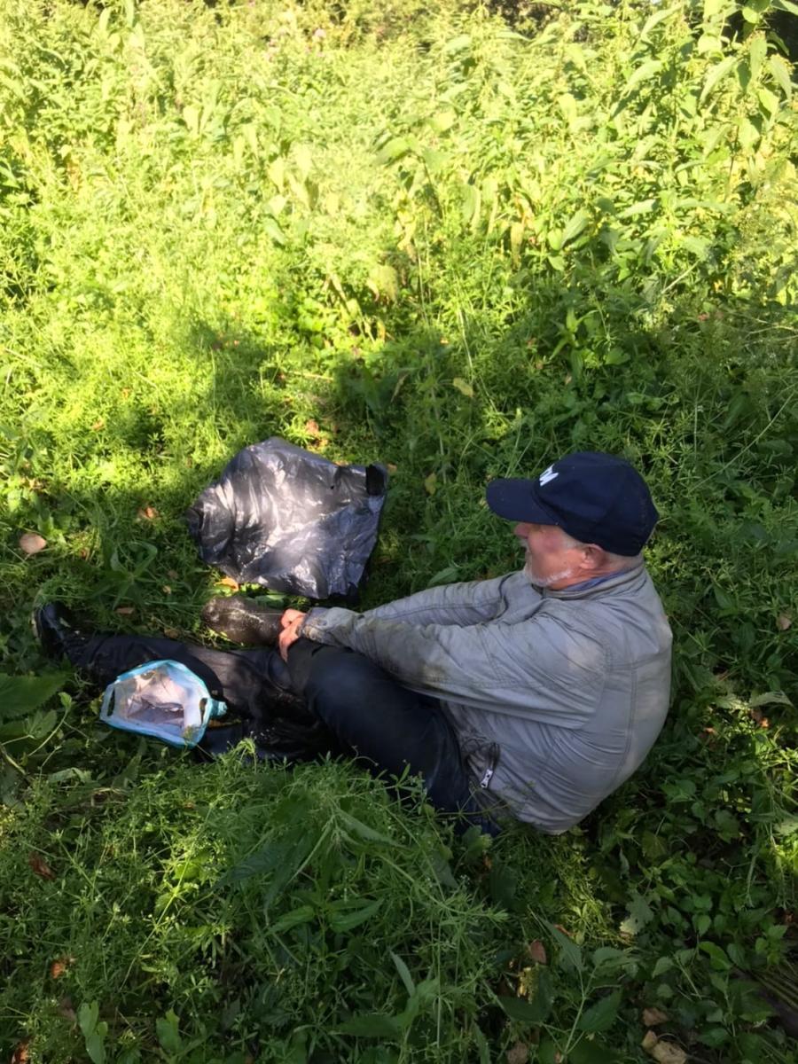 Брянские поисковики спасли попавшего в болото грибника