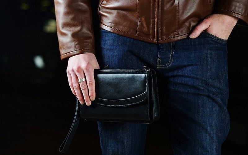 В Брянске юный уголовник украл сумку у танцующей женщины