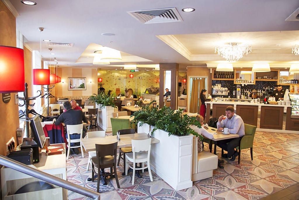 Брянским кафе и ресторанам разрешили работать до трех ночи