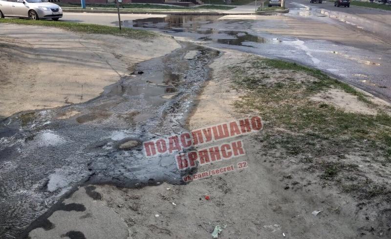 В Брянске улица Костычева погрязла в канализации
