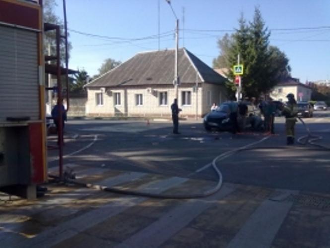 В Карачеве мотоциклист въехал в легковушку