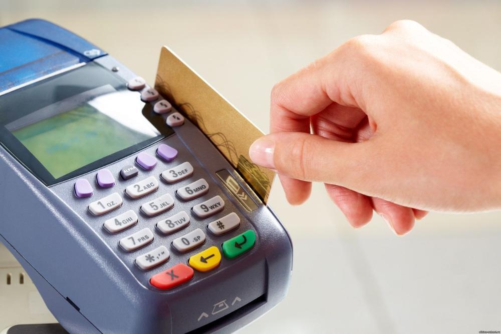 Жители Брянска оплатили пластиковыми картами покупки на миллиарды рублей
