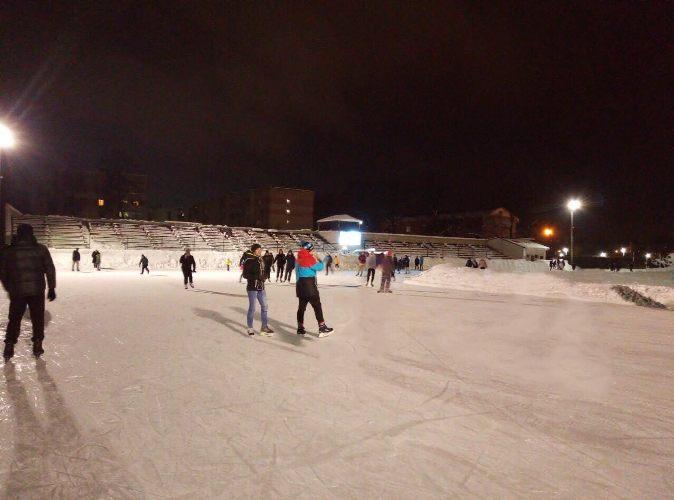 Возобновил работу самый большой ледовый каток Брянска