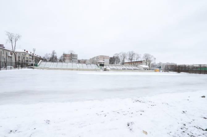 В Фокинском районе Брянска залили огромный ледовый каток