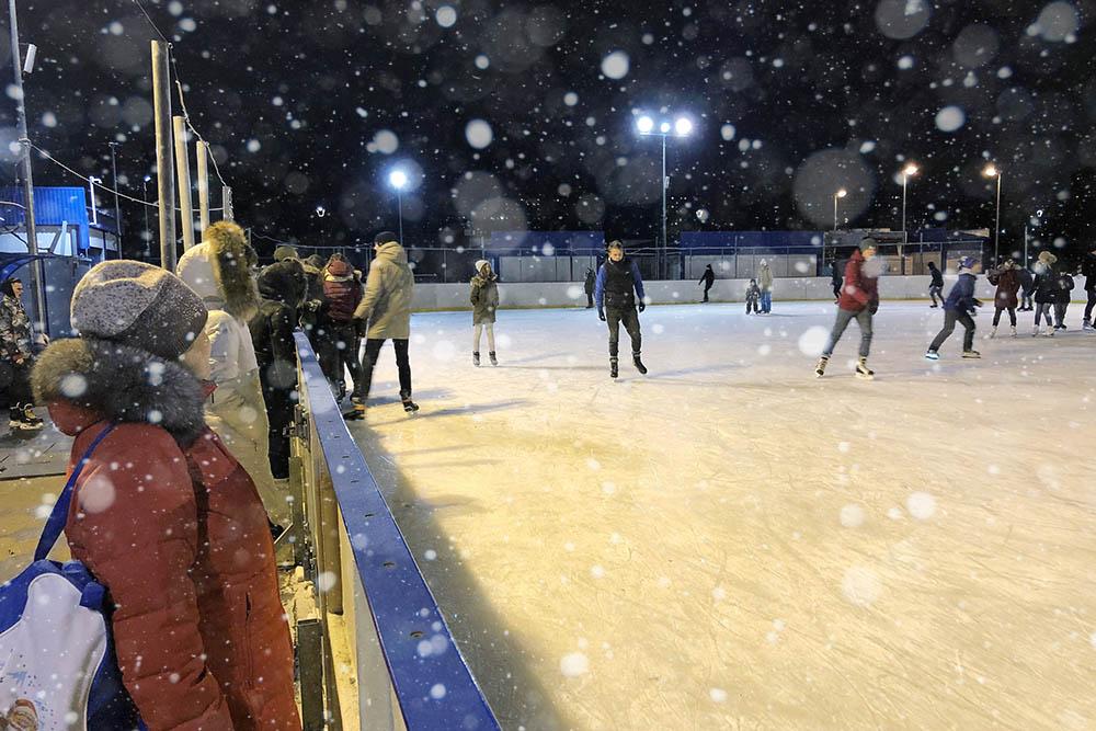 В Брянске прекратил работу ледовый каток на площади Партизан