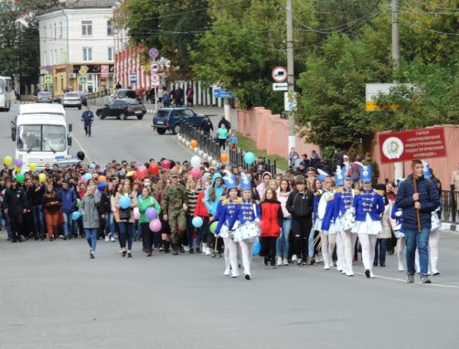 В Клинцах прошел парад первокурсников