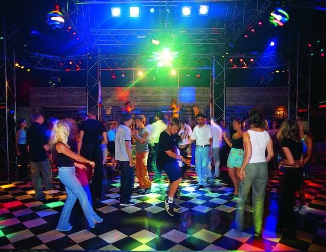 18-летнего подростка обокрали в одном из ночных клубов Брянска