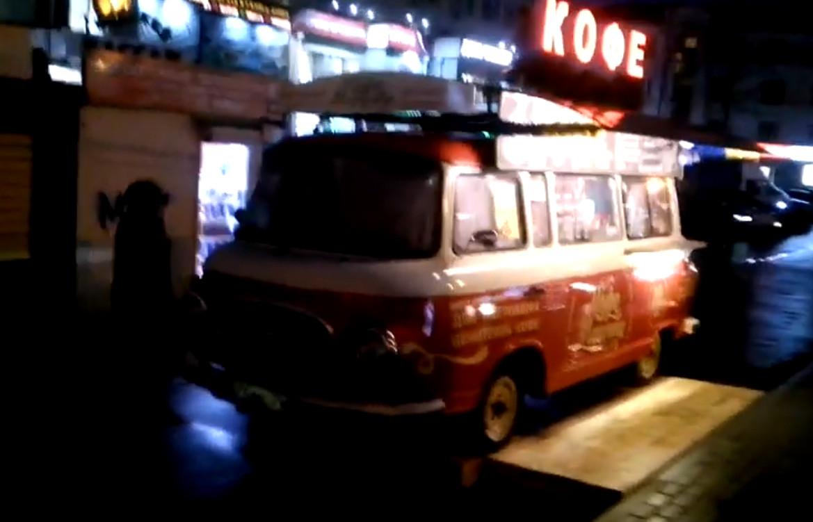Ретро-автобус с бесплатным кофе для ветеранов заметили брянцы на БУМе