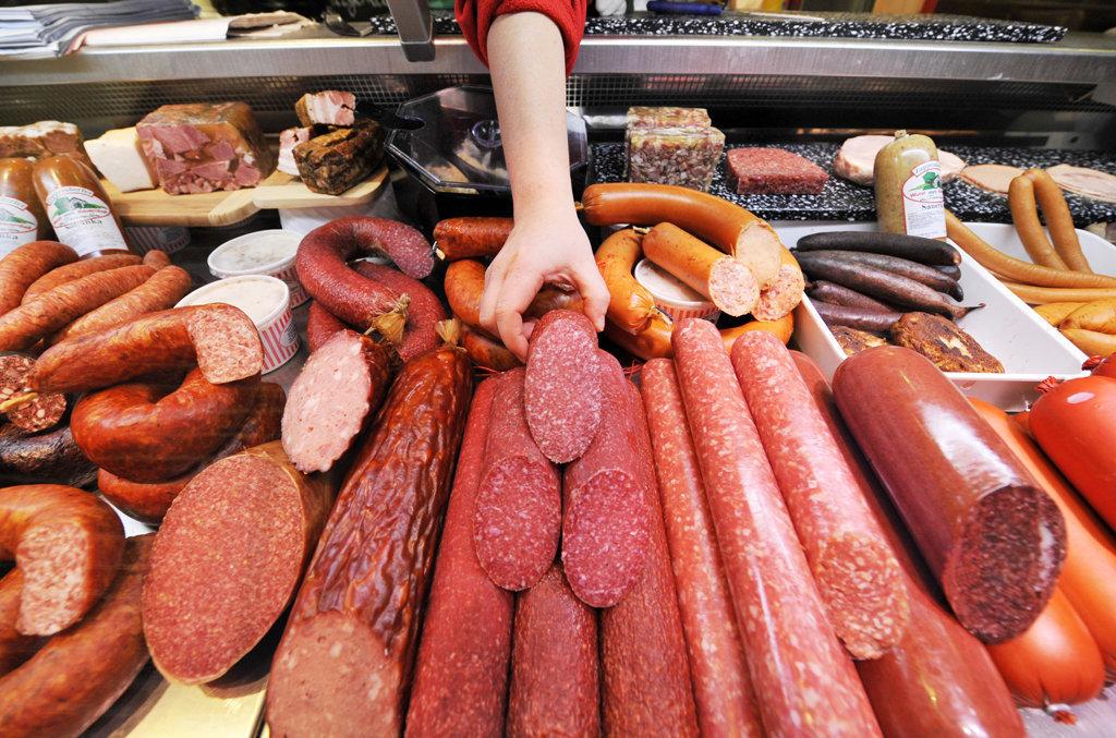Пожаловалась жительница Брянска на неторопливых продавщиц колбасы