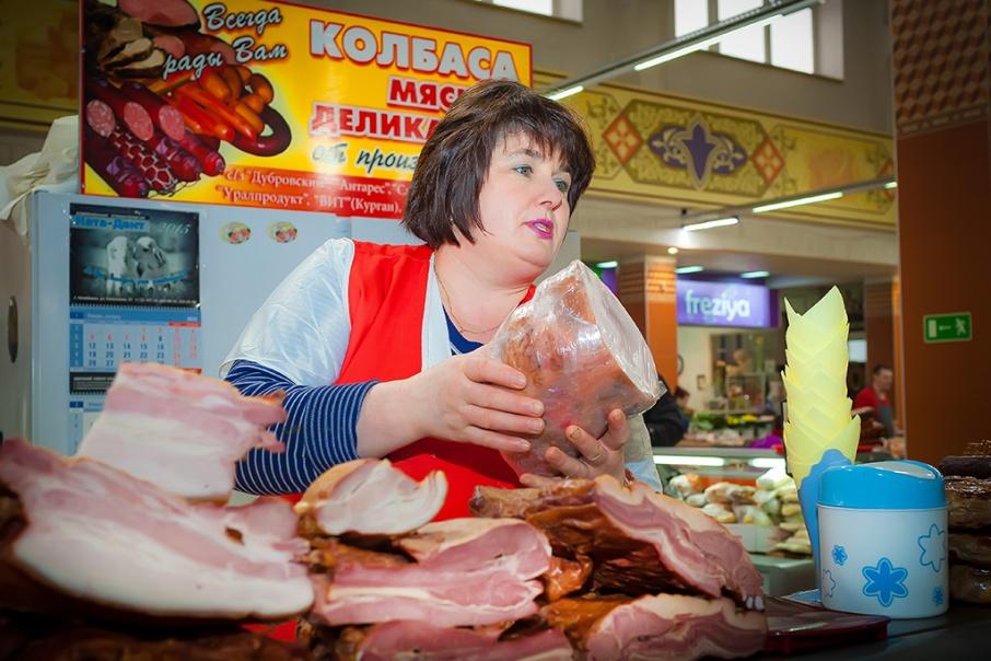 Жительница Брянска пожаловалась на неторопливых продавщиц колбасы