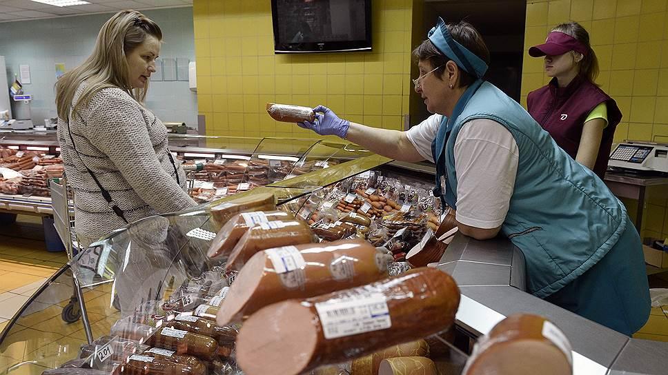 Жительницу Брянска разозлили медлительные продавщицы колбасы