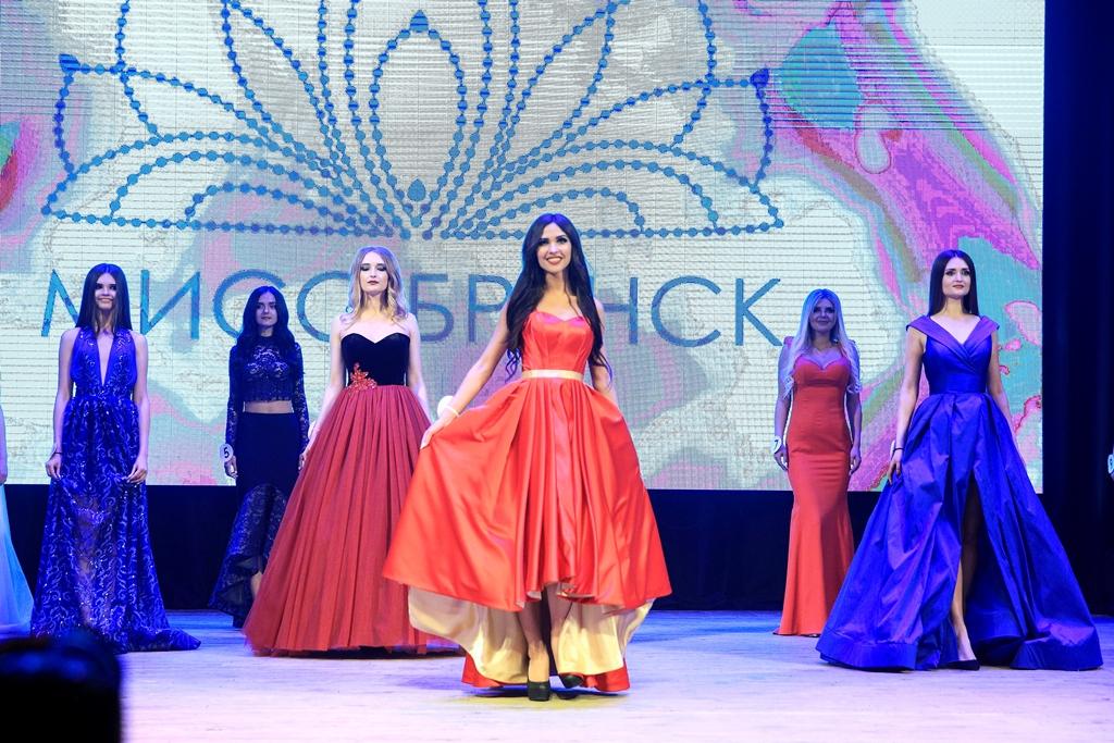 Для 19 финалисток конкурса «Мисс Брянск» провели первую фотосессию