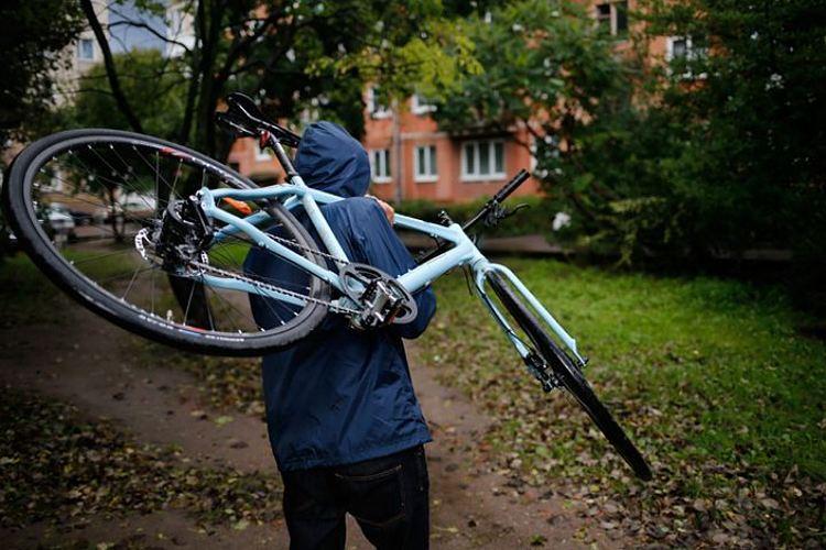 В Брянске уголовник украл велосипеды на лестничной площадке