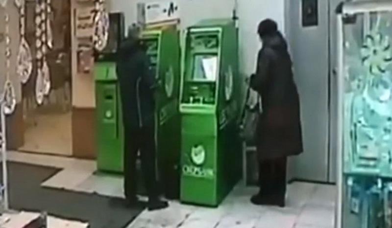 В Брянске 73-летняя старушка украла кошелек у пенсионерки