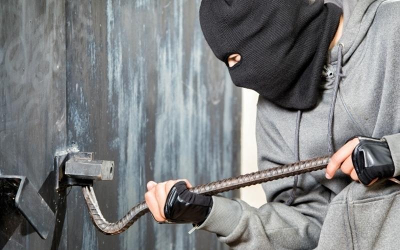 В Сураже безработный уголовник обокрал чужой подвал