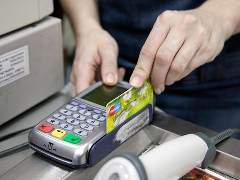 Брянец около ТРЦ «Аэропарк» нашел банковскую карту и похитил деньги