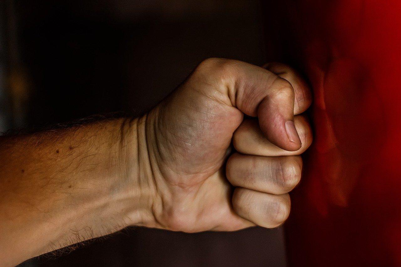 В Брянске уголовник сломал нос собутыльнику