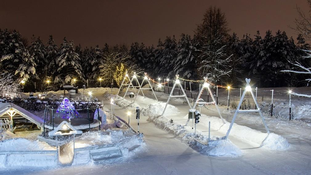 В Брянске в «Лапландии» открыли большую освещенную горку