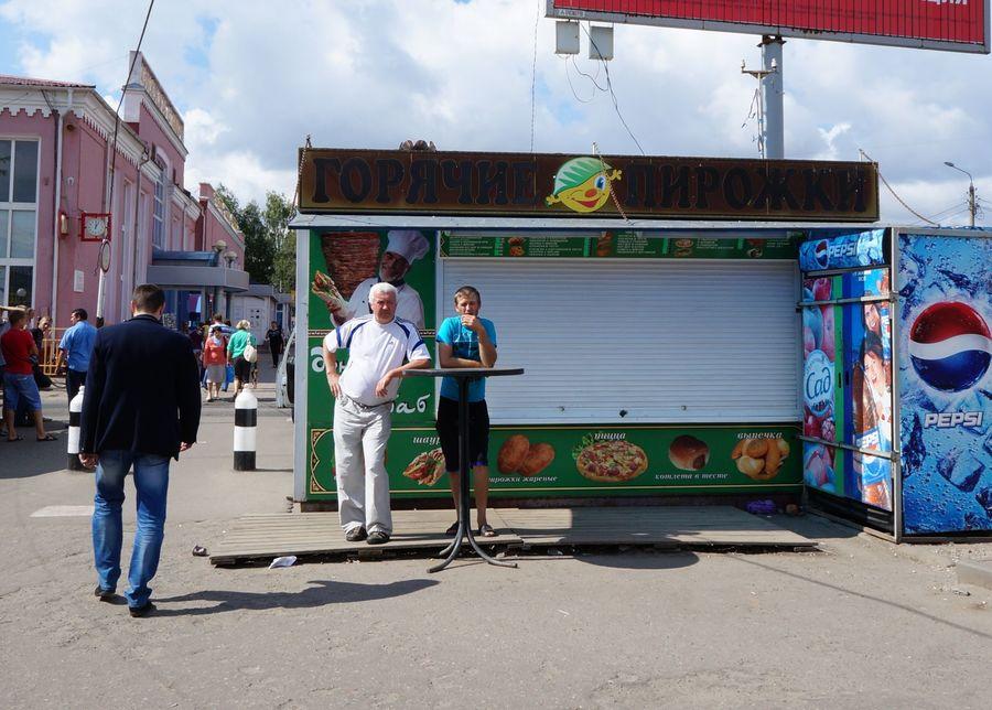 В Советском районе Брянска снесут киоски с фастфудом