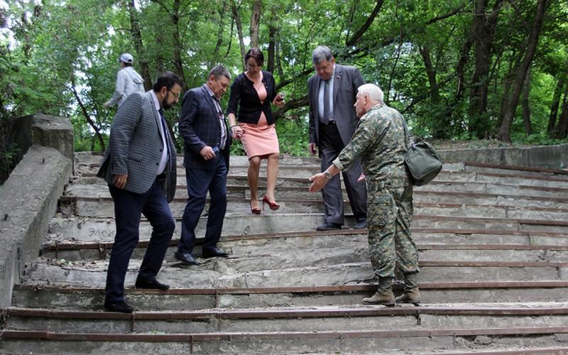 В Брянске разрушилась отремонтированная год назад лестница на центральном пляже Бежицы
