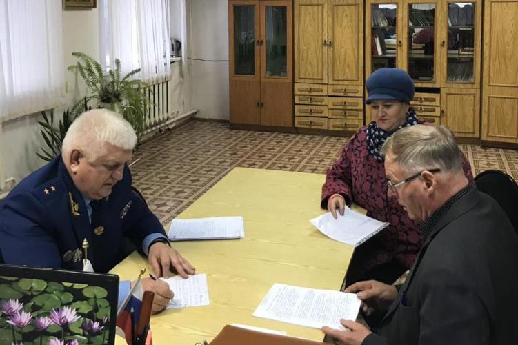 Жители поселка Климово рассказали о свои проблемах прокурору области