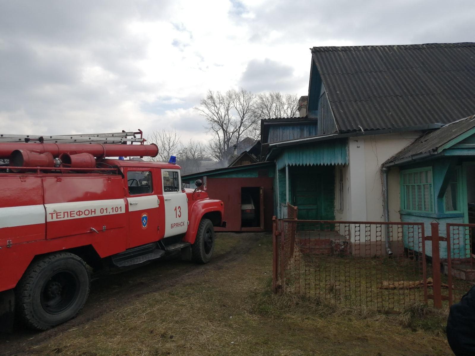 На Сельскохозяйственной в Брянске сгорели два сарая