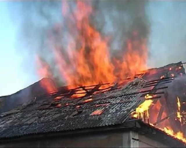 В Брянске во время пожара в сарае пострадал человек