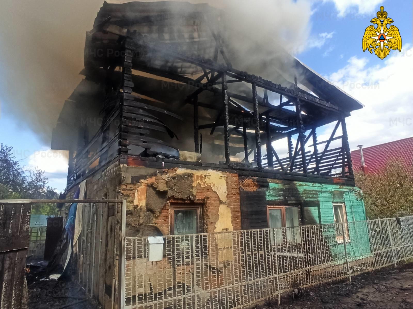 Из горящего дома в Советском районе Брянска спасли человека