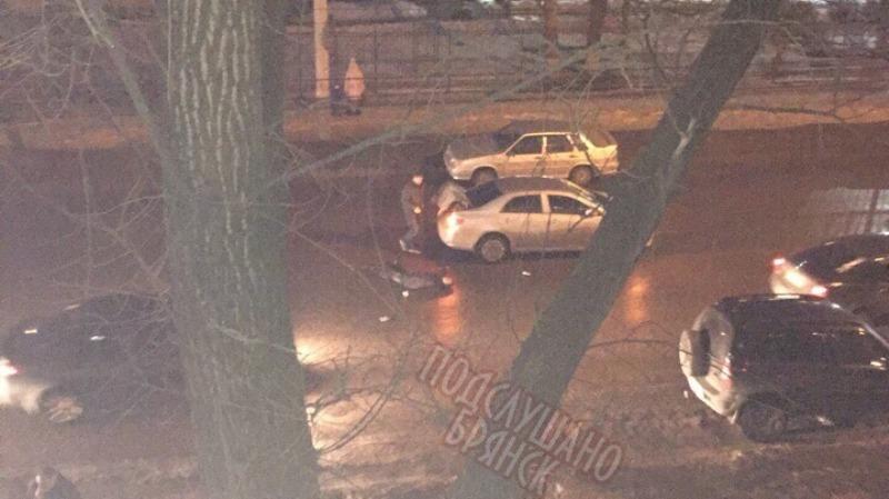 В Брянске на Литейной пешеход бросился под колеса легковушки
