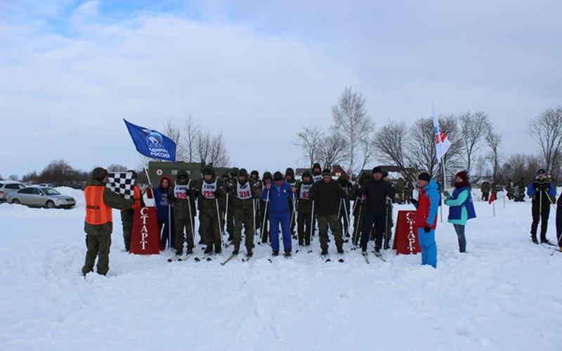 Военнослужащие и почепские молодогвардейцы приняли участие в лыжной гонке
