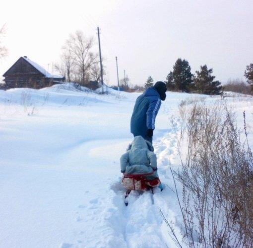 В Брасовском районе водитель такси оставил в поле женщину с ребенком