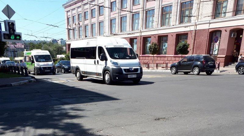 В Брянске водитель маршрутки оскорблял пассажиров и грозился всех высадить