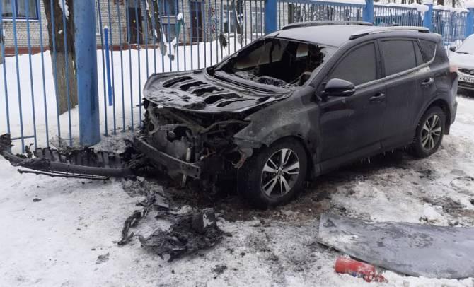 В Брянске завели уголовное дело о поджоге автомобиля директора телеканала «Городской»
