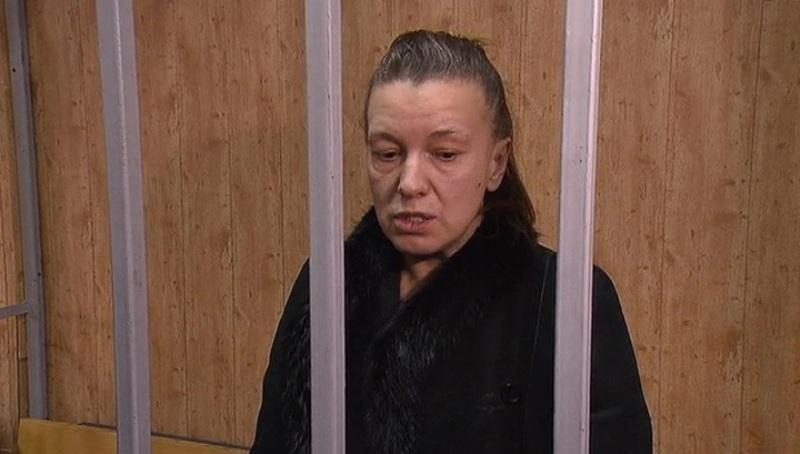 Суд арестовал мать ребенка, найденного в квартире с мусором