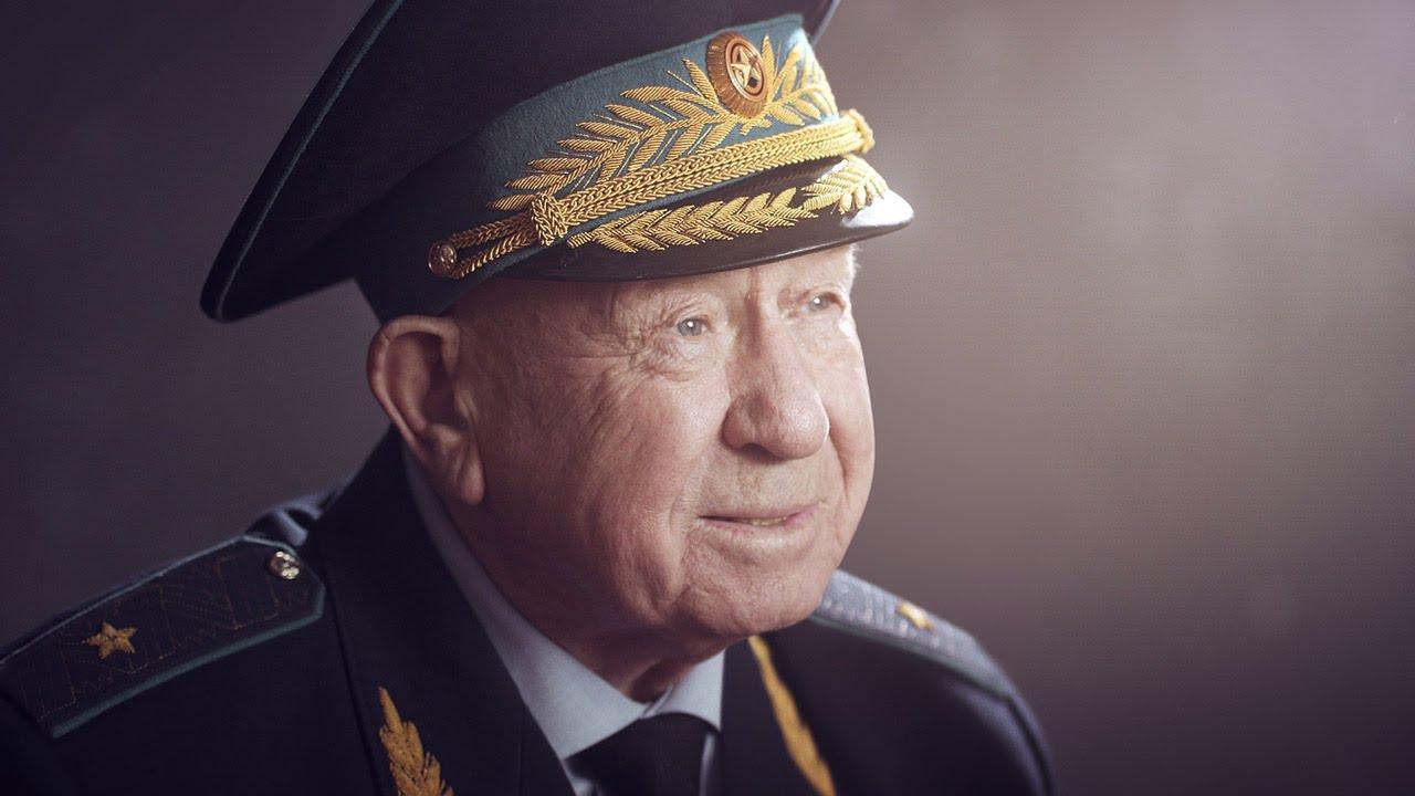 Брянцев пригласили на выставку репродукций картин космонавта Алексея Леонова