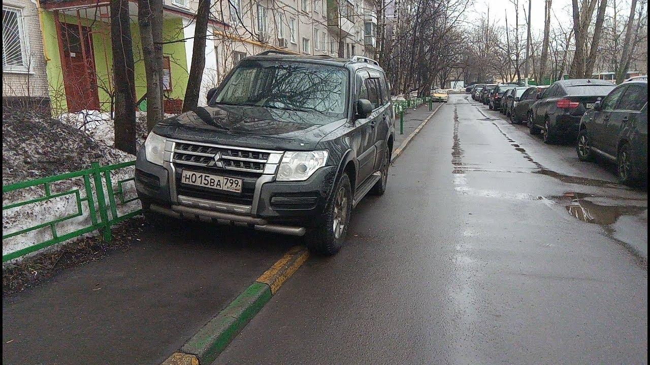 В Брянске автохам перекрыл дорогу к дому