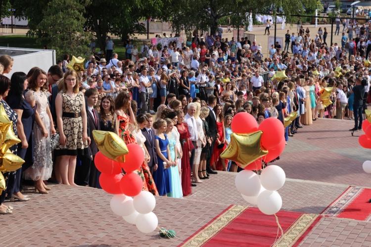 Брянским выпускникам вручили золотые медали