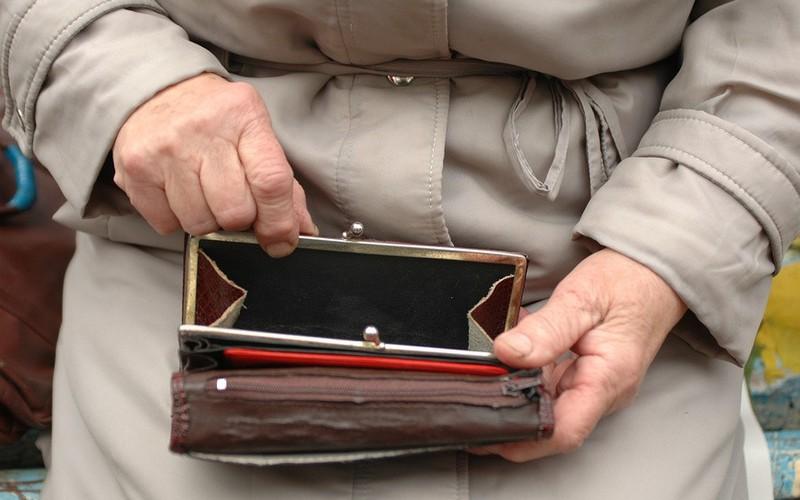 Брянская пенсионерка перевела лжецелительнице около трех миллионов рублей