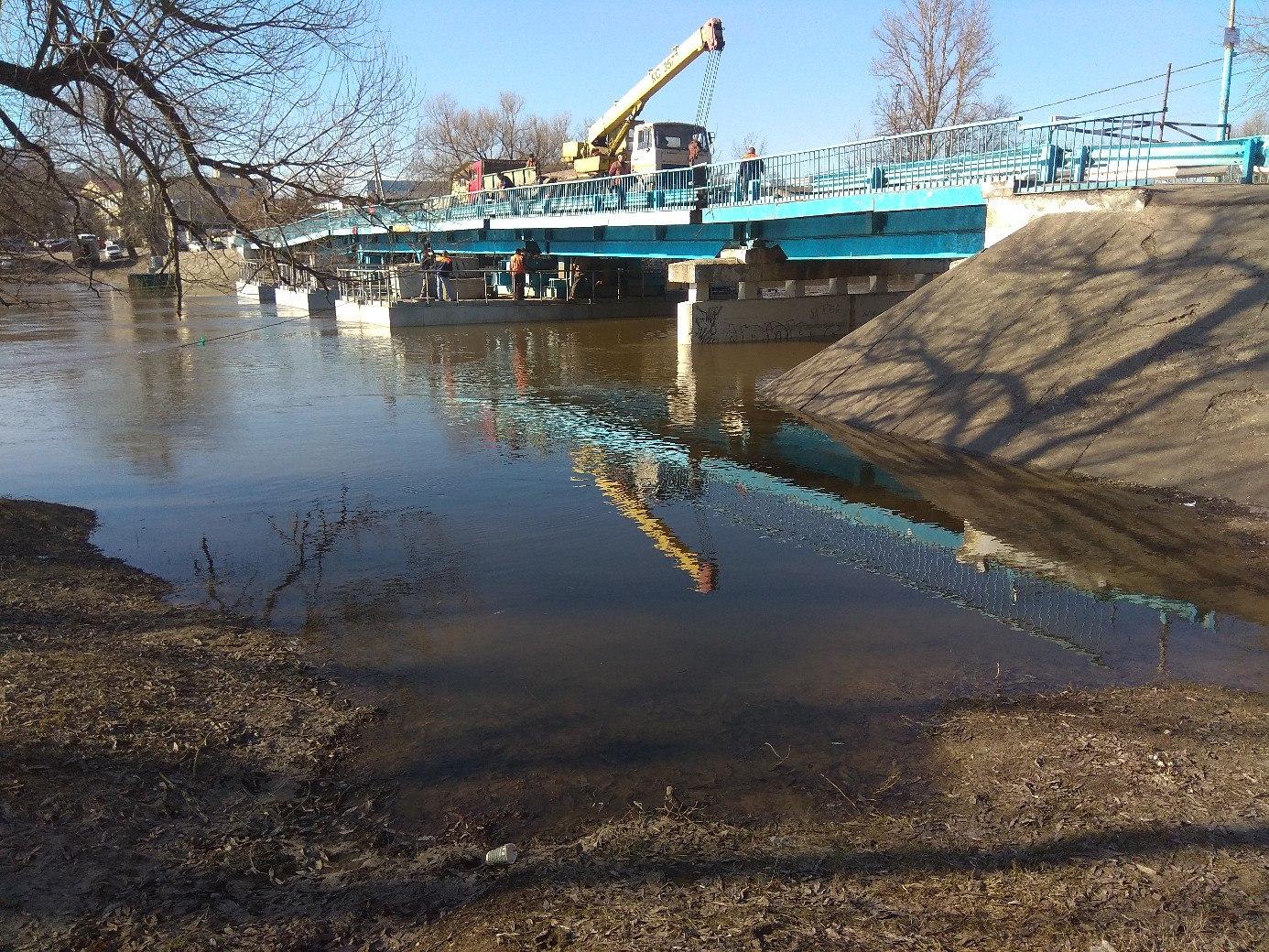 В Брянске 8 апреля перекрыли понтонный мост на Набережной