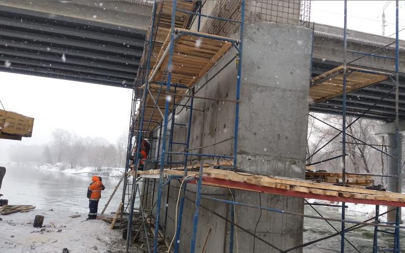 На Первомайском мосту продолжаются бетонные работы