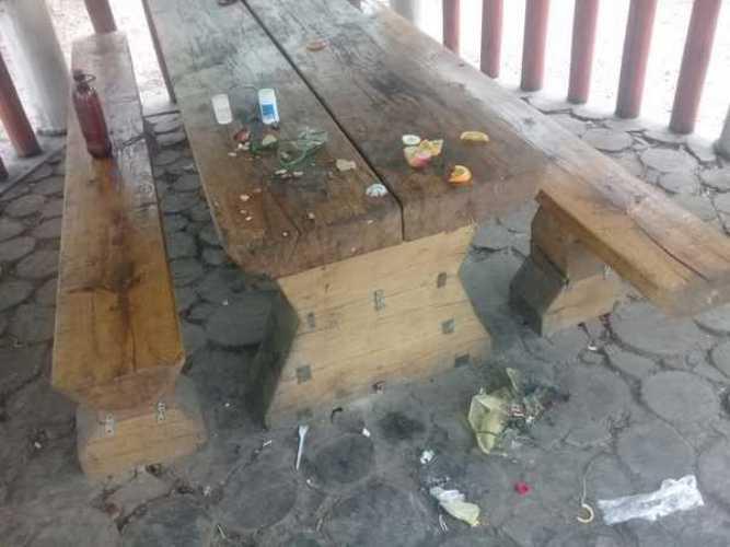 В Навле во время празднования Дня Победы горожане сломали качели