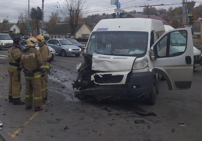 В Брянске полиция проводит проверку по факту ДТП с маршруткой на Калинина