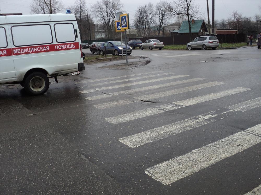 В Брянске оштрафовали водителя Nissan, который пытался совершить наезд на пешехода