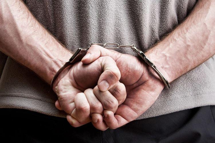 Житель Брянска напал с ножом на водителя