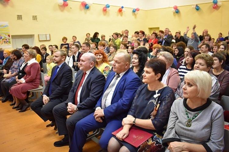 Брянская сельская школа отметила 50-летний юбилей