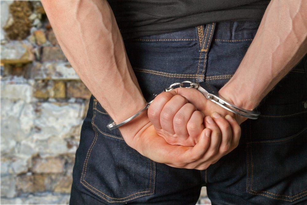 В Брянске уголовник делал «закладки» с героином