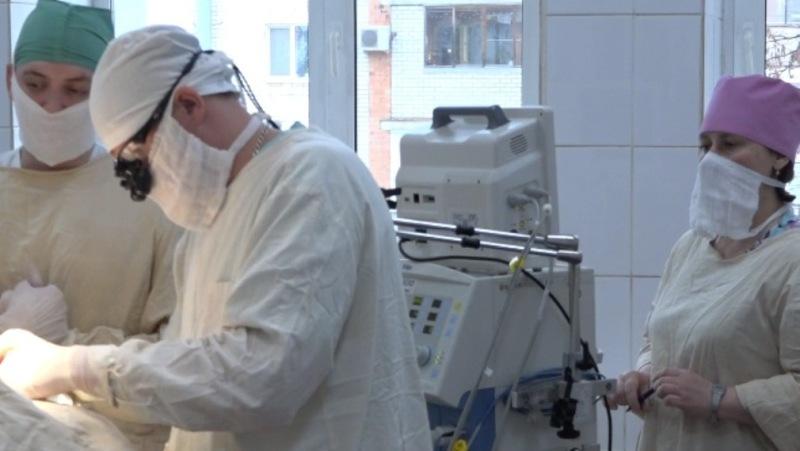 Брянские нейрохирурги провели сложную операцию на сонной артерии