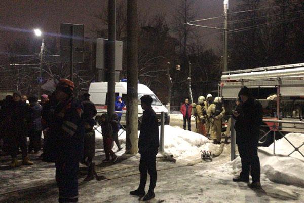 В Брянске из-за пожара эвакуировали жильцов общежития по улице Молодой Гвардии